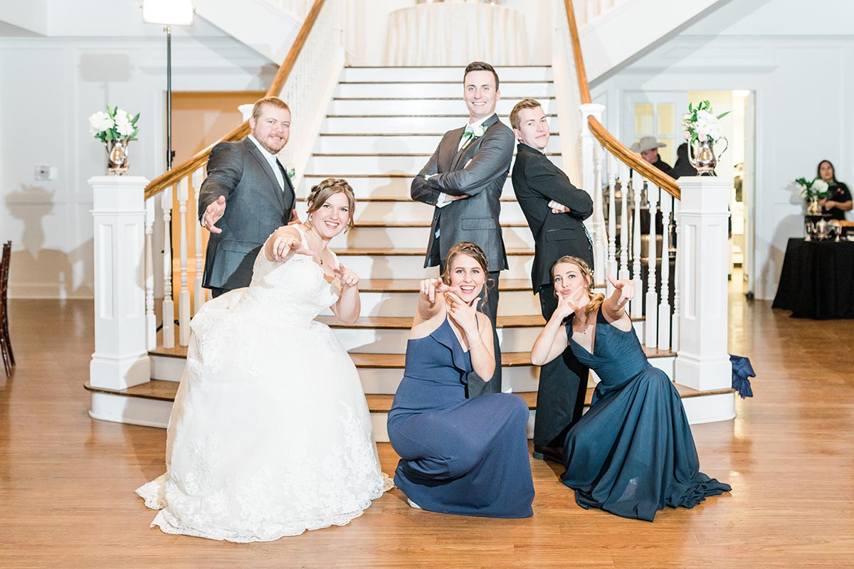 picture of the wedding party of Hannah and Travis's wedding